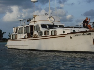 Finally trawler Marie Antoine is floating and out of her hole!